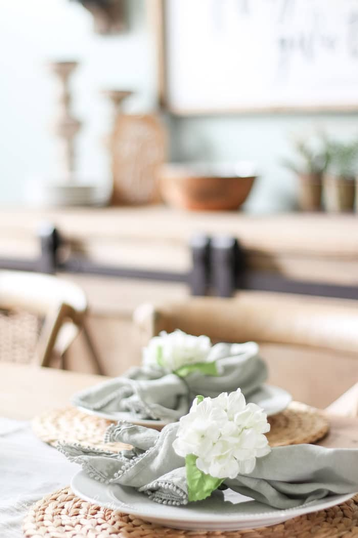 Farmhouse Spring Decorating in the Dining Room | Blue and Green spring decor