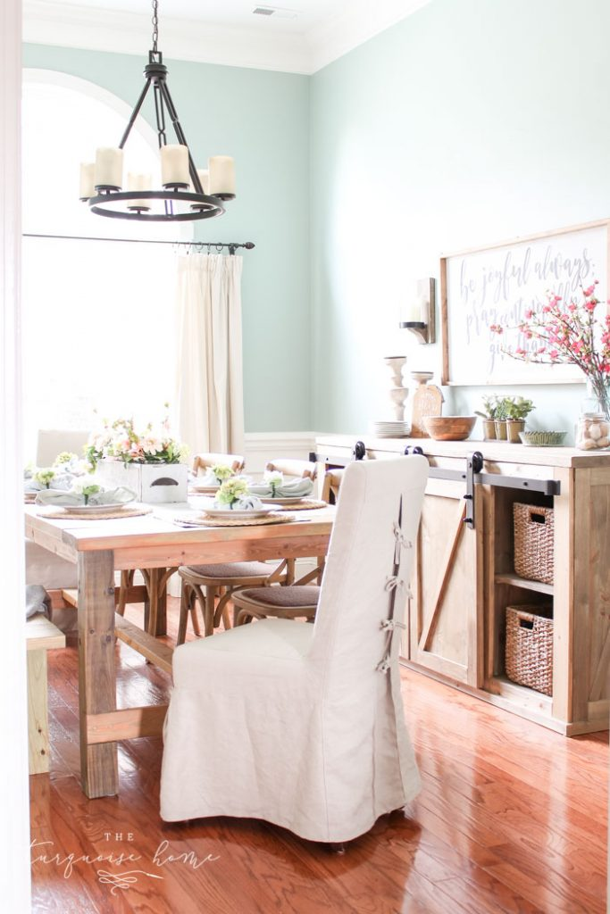 Beautiful dining room with wagon wheel farmhouse chandelier.