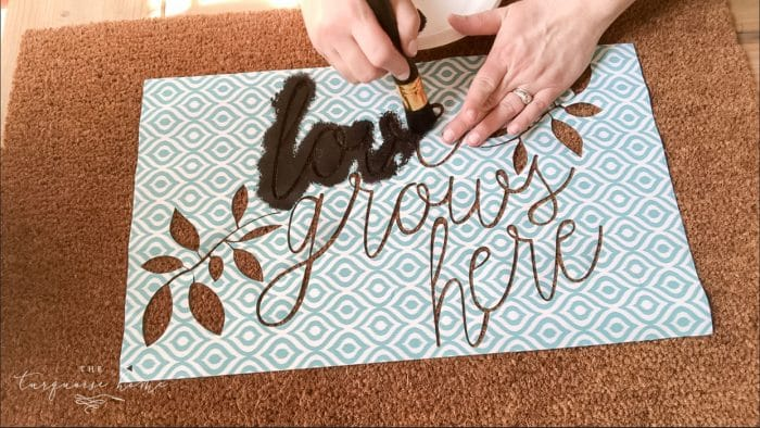 Stencil your doormat with a stencil brush and outdoor acrylic paint! | DIY Customized Doormat