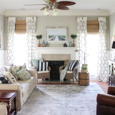 Coastal Summer Decor in the Living Room - fabulous summer decor ideas! Abbeville Blue Distressed Area Rug