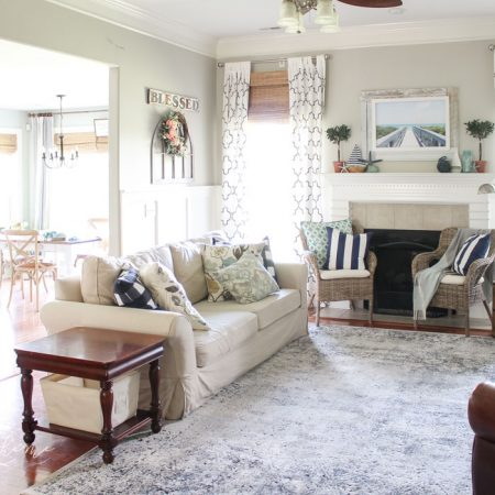 Coastal Summer Decor in the Living Room - fabulous summer decor ideas!