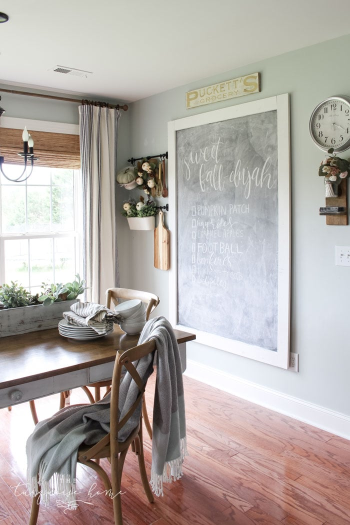 Fall Eat-in Kitchen with Farmhouse Decor