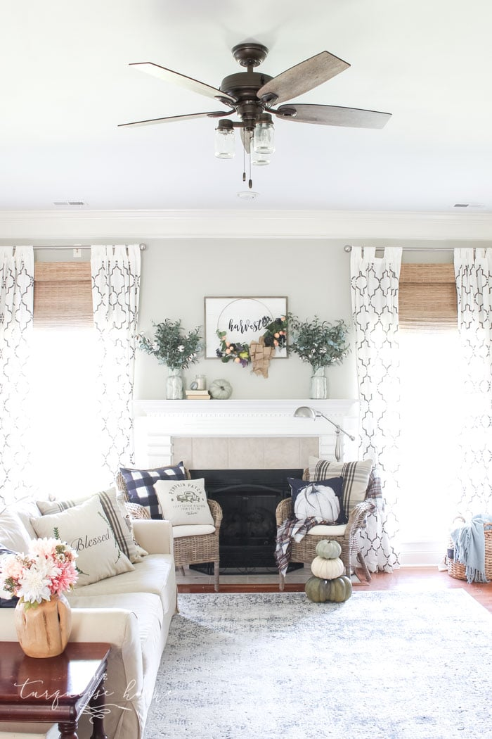 This gorgeous Joanna Gaines' style farmhouse ceiling fan won't break the bank! #farmhouseceilingfan #ceilingfan #farmhouse #joannagaines #theturquoisehome #diyhomedecor