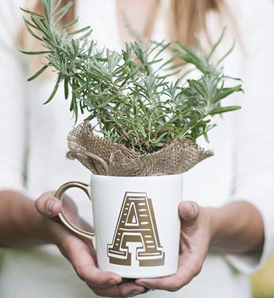 DIY Christmas Gifts: Anthro Inspired DIY Initial Mug