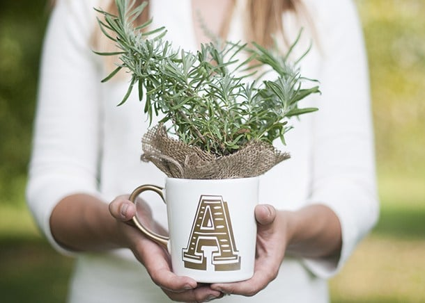 DIY Christmas Gifts: Anthro Inspired DIY Initial Mug