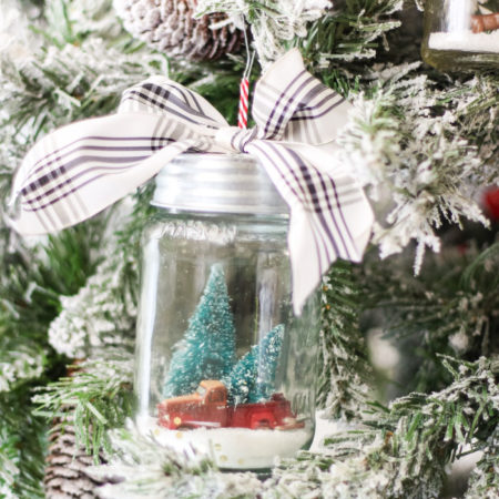 DIY Mason Jar Snow Globe Ornaments - the cutest little ornament you ever did see! #diy #christmasornament