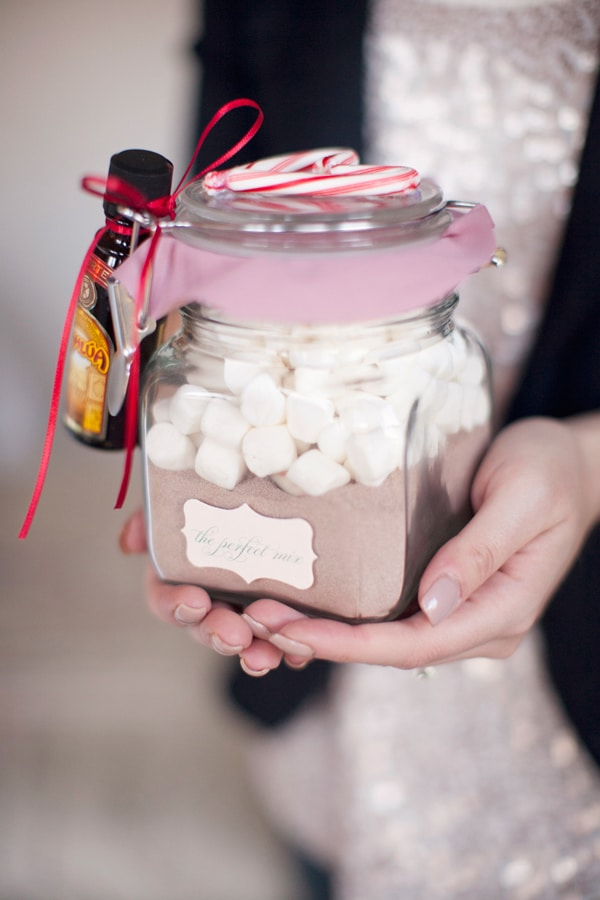 Homemade Hot Cocoa Mix Gifts   25 DIY Christmas Gift Ideas