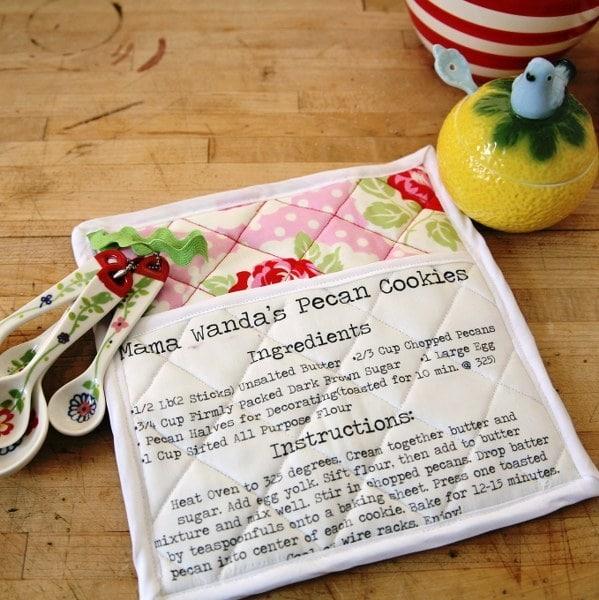DIY Potholders with Recipe   25 DIY Christmas Gift Ideas