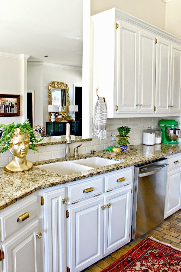 How to replace the knobs and pulls in the kitchen without breaking the bank!