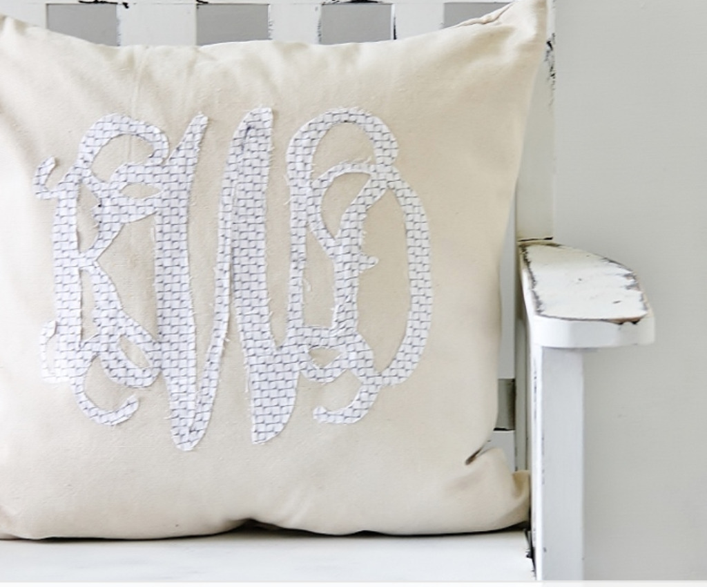 DIY monogrammed pillow | fabric cut out monogram
