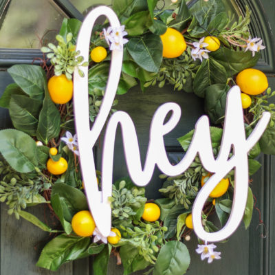 "DIY Summer Lemon Wreath with ""hey"" script hanger - the perfect sentiment for summer!"
