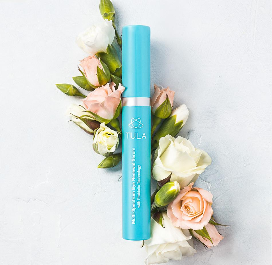 The benefits of eye-renewal serum for the under eyes: less puffiness, less wrinkles and more hydration!