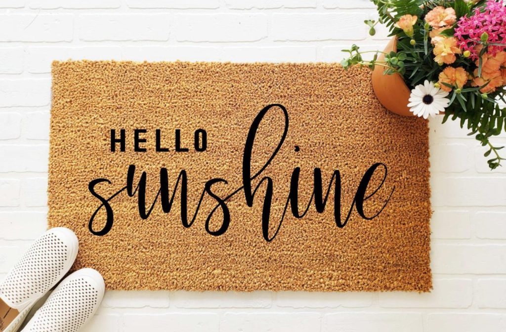 Hello Sunshine Doormat | 25+ Favorite Summer Doormats