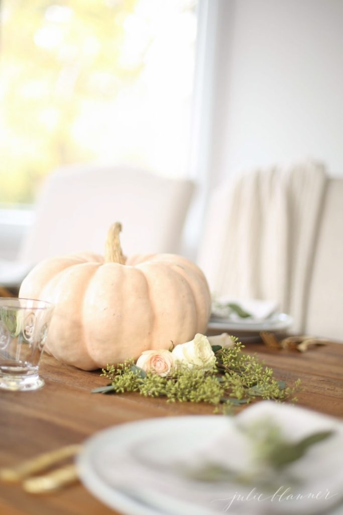 Simple Thanksgiving Table Decor from JulieBlanner.com