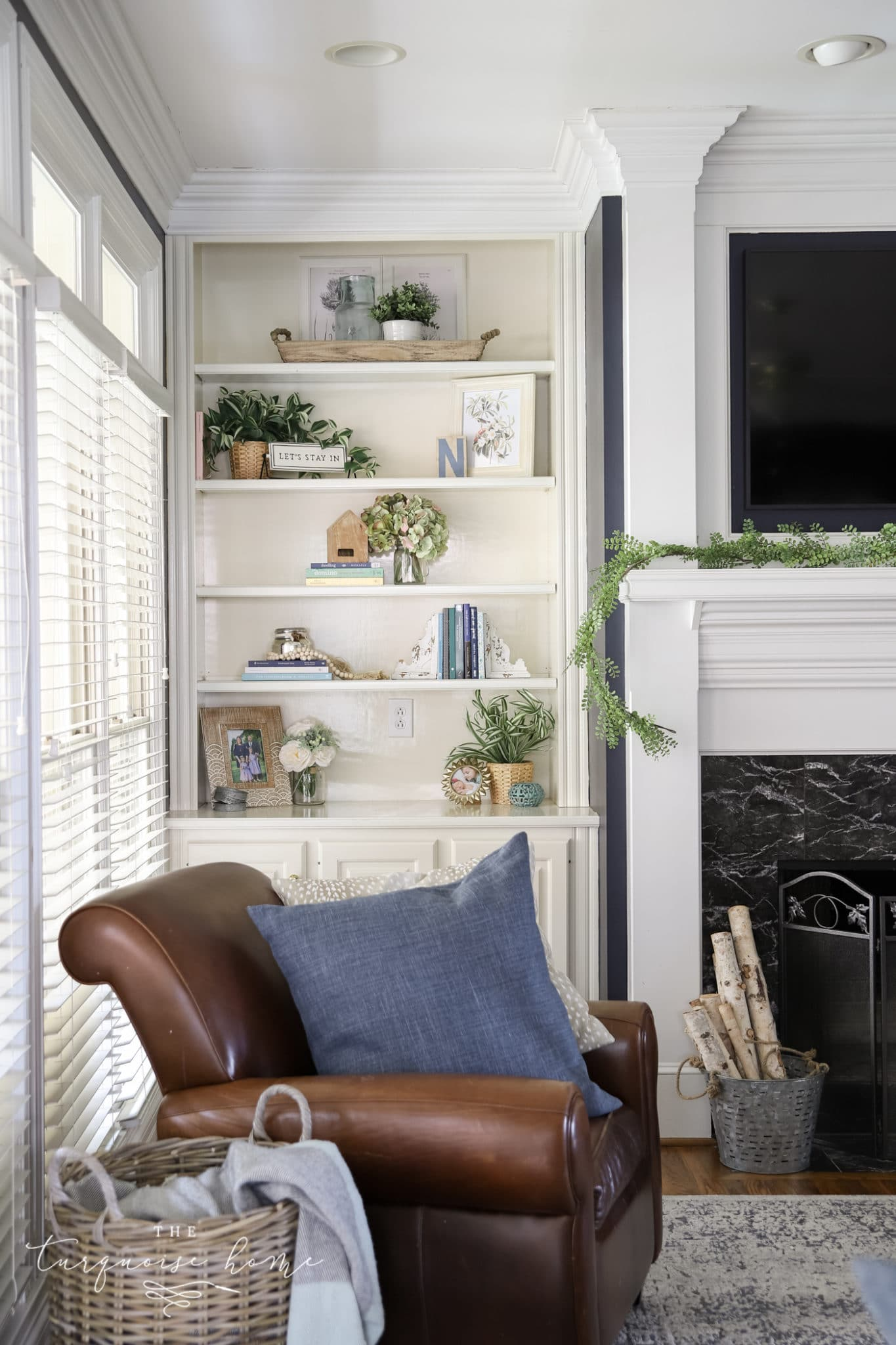 How to Decorate Shelves and Bookcases with Simple Formulas that Work!
