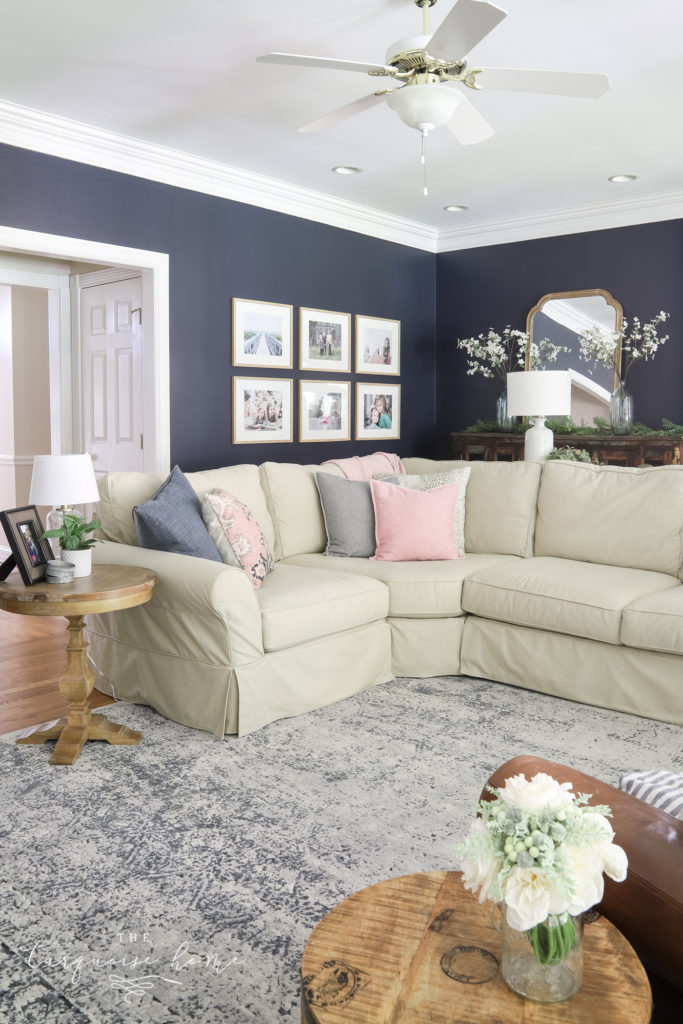 Blue Vintage-Style Rug in the Living Room