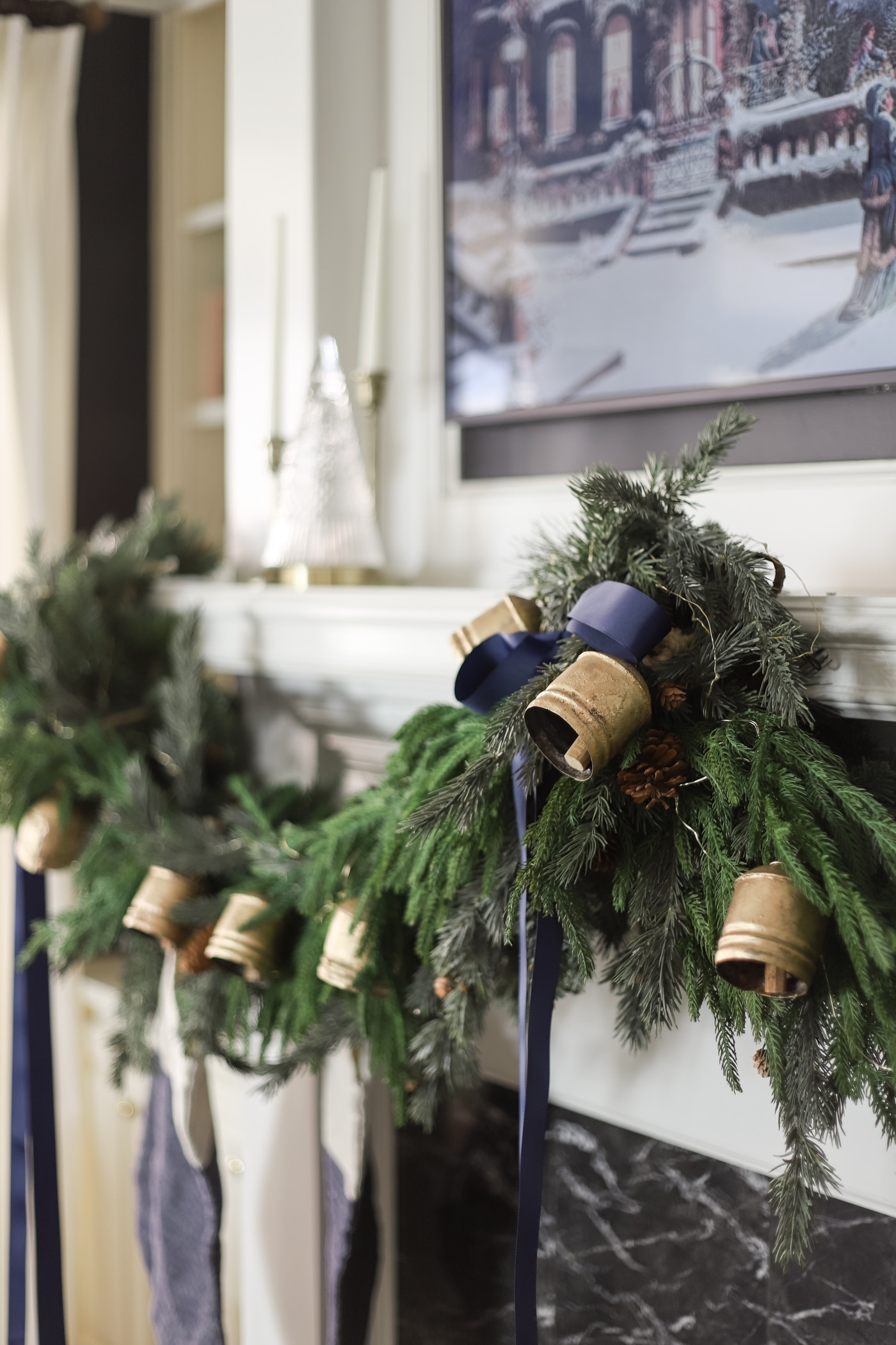 How to Hang a Christmas Garland on the Mantel