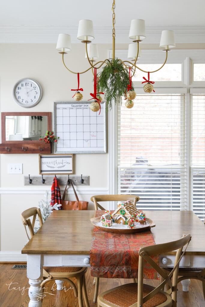 Traditional Christmas Kitchen Decor