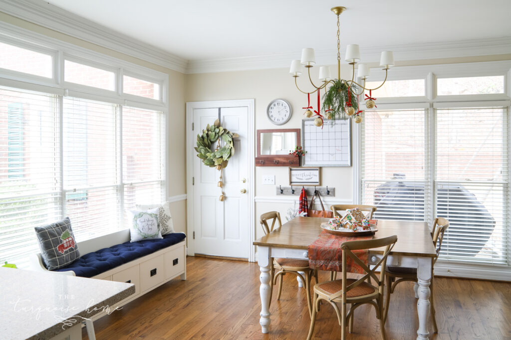 Traditional Christmas Kitchen Decorating Ideas