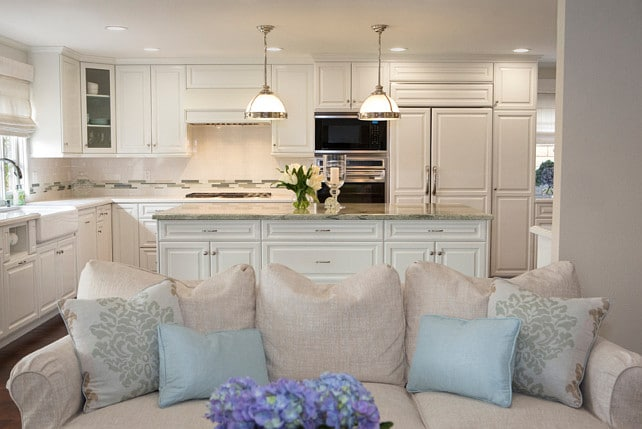 traditional kitchen with Benjamin Moore Swiss Coffee cabinets