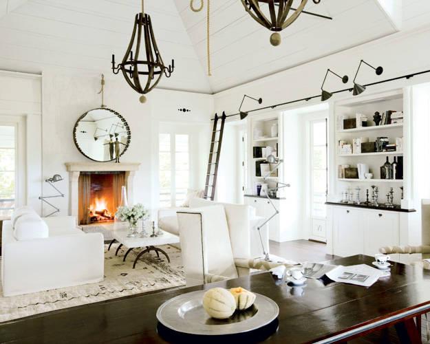 Benjamin Moore Swiss Coffee living room