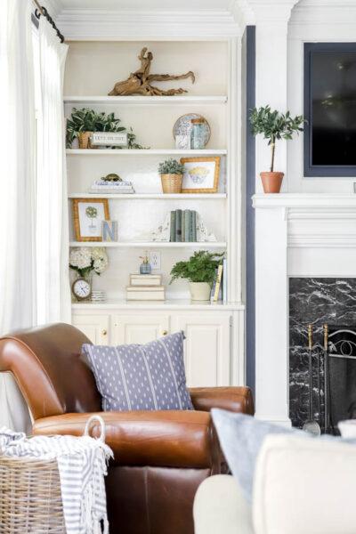 Traditional Styled Built-in Bookshelves