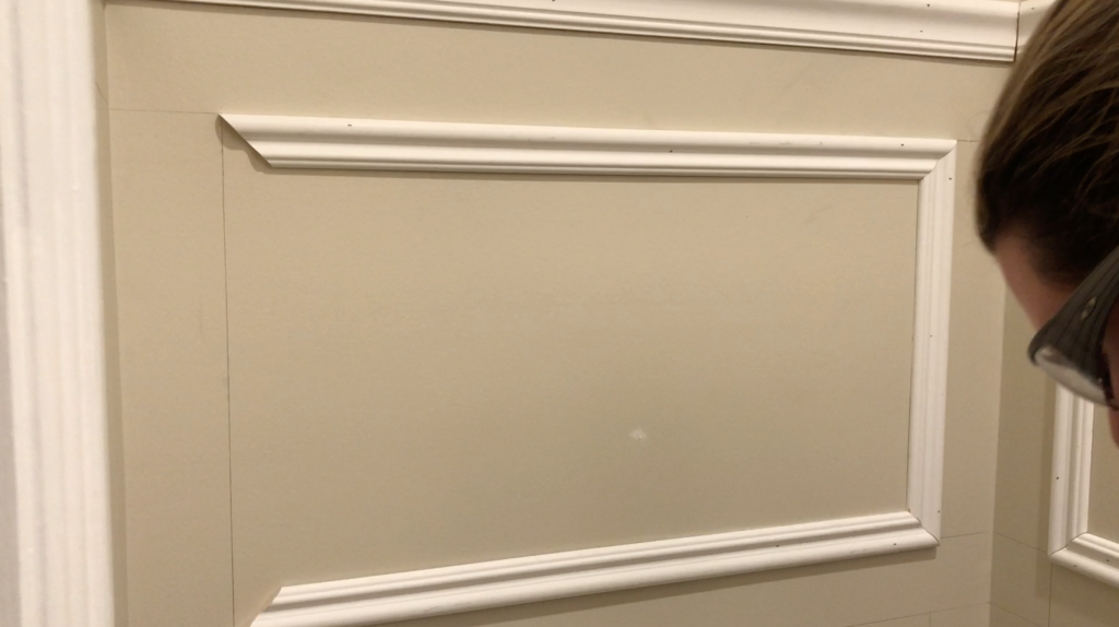 Install the wall molding